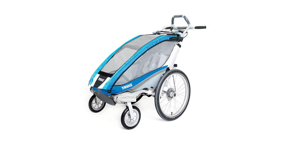 Thule_Chariot_CX1_blue_side_strolling_10101323_10101221